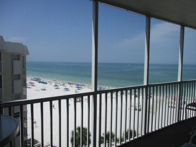 Vacation condo rental in Siesta Key balcony facing the gulf