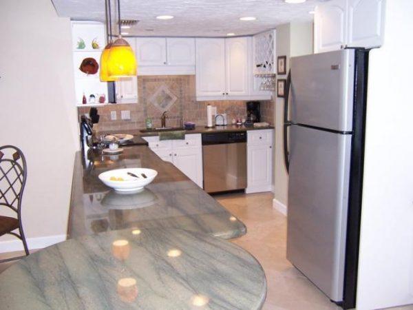 Nice kitchen in Siesta Key 2 bedroom vacation condo