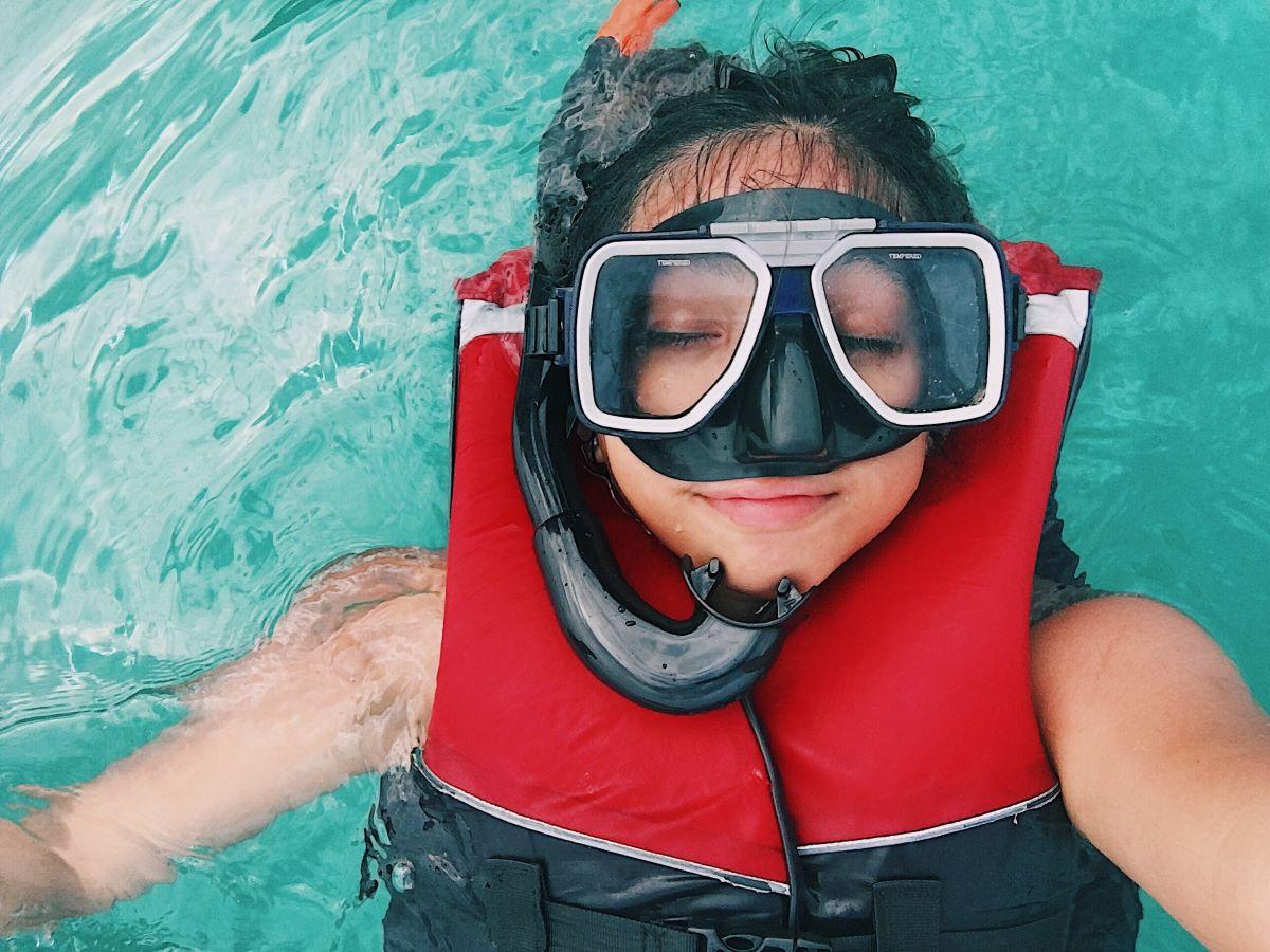 girl snorkeling in siesta key