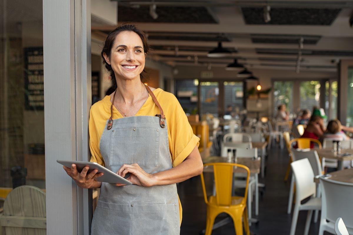 waitress at siesta key village cafe
