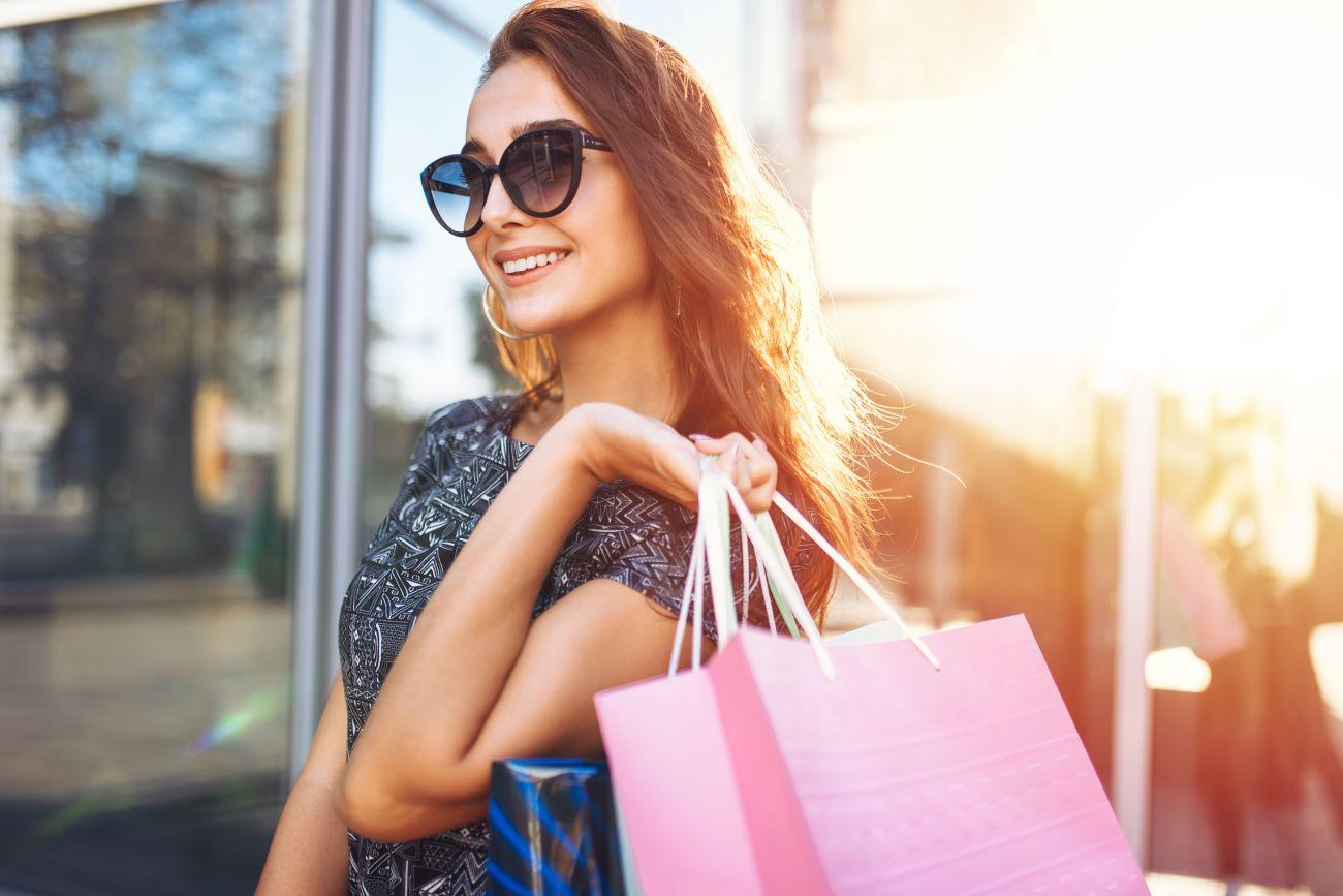 woman shopping in siesta key